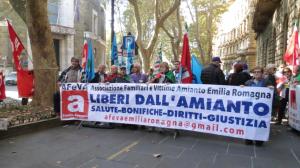 La delegazione Afeva Emilia Romagna al presidio al Ministero del lavoro