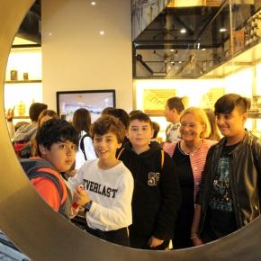 """Presidio di Memoria – OGR FF.SS. Bologna: gli studenti della 2b delle scuole medie """"De Andrè"""" in visita accompagnati dalla Presidente SimonettaSaliera"""
